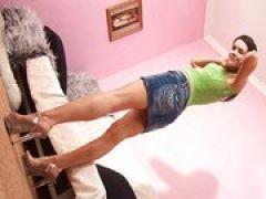 Girl inspiziert ihre geile Fotze